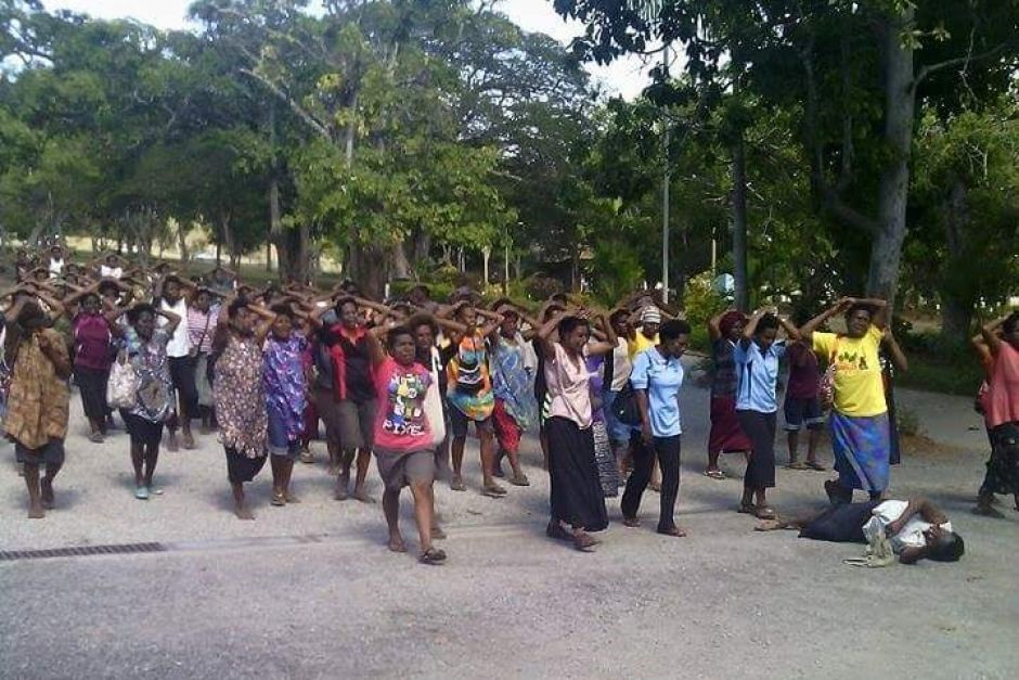 Women march in Papua New Guinea after police shoot at protesting university students. Image via Loop News.
